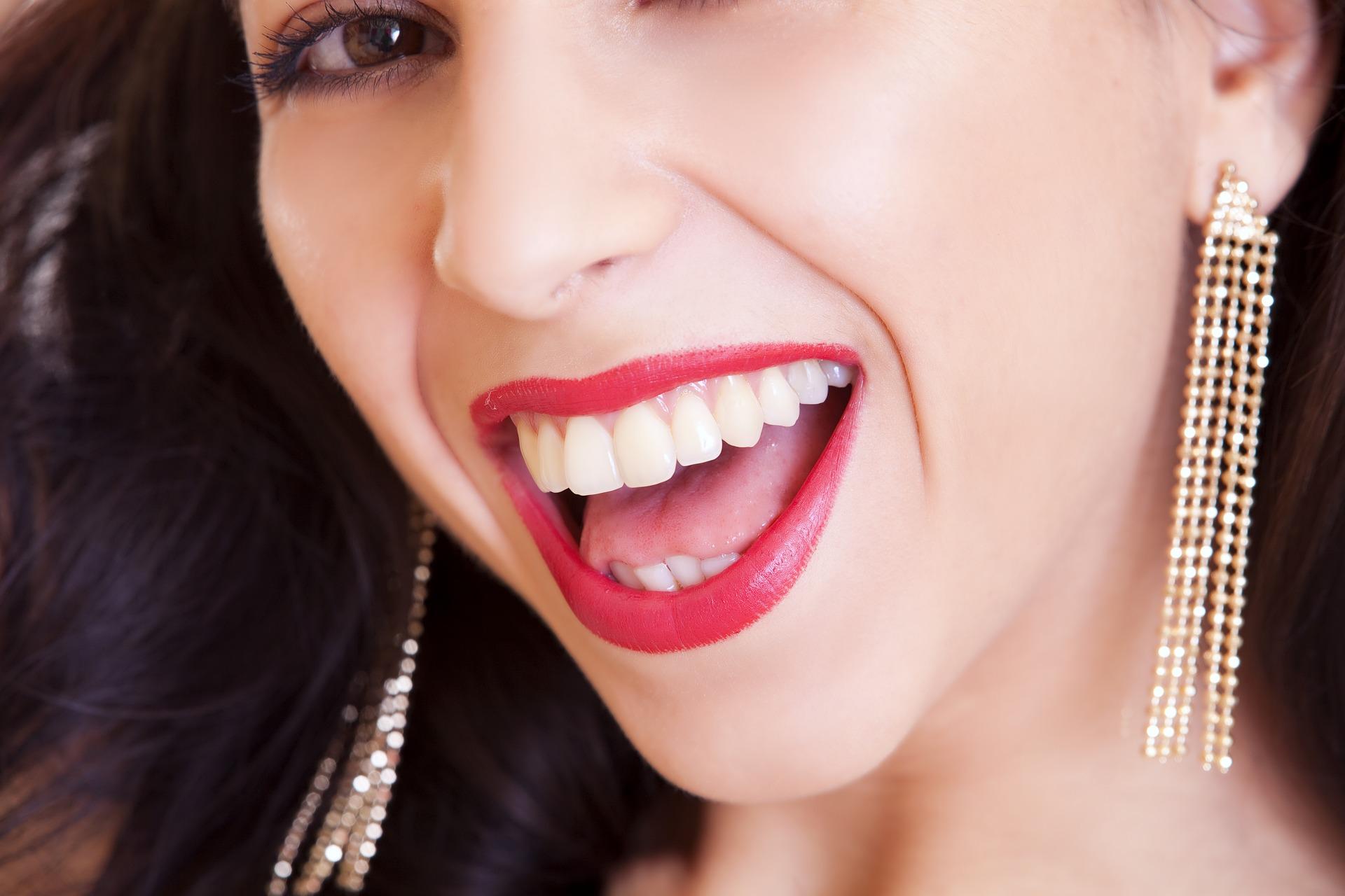 sonrisa sana y bonita