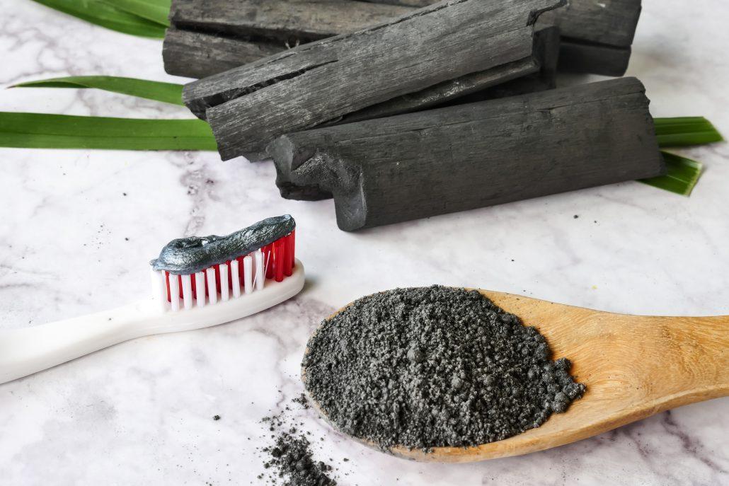 Blanqueamiento dental con carbon activado si o no